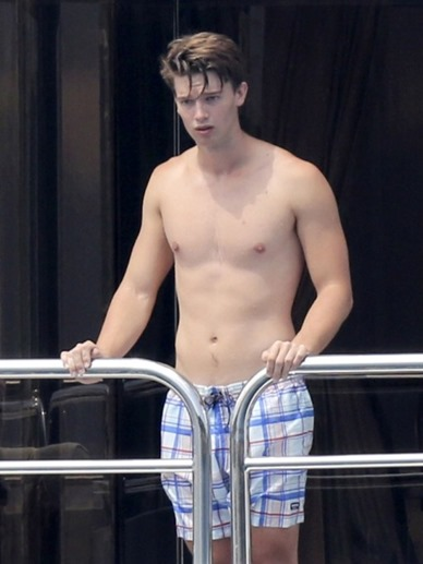 Patrick-Schwarzenegger-Sighting-in-Saint-Tropez-France-01-512x682