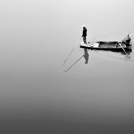 On the boat by Giang Son - Landscapes Travel ( love, life, couple, fishing, elderly, hà tây, country )