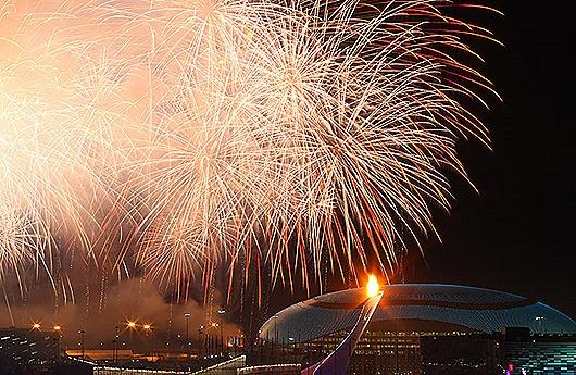 1391804441_b_saljut-na-ceremonii-otkrytija-olimpiady-v-sochi(2)
