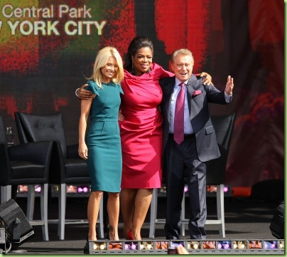 102877_kelly-ripa-regis-philbin-and-oprah-winfrey-appear-on-the-oprah-winfrey-show-at-rumsey-playfield-new-