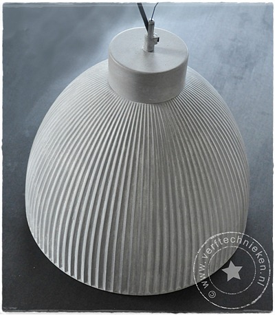 verftechnieken-industriele-lamp-tafel