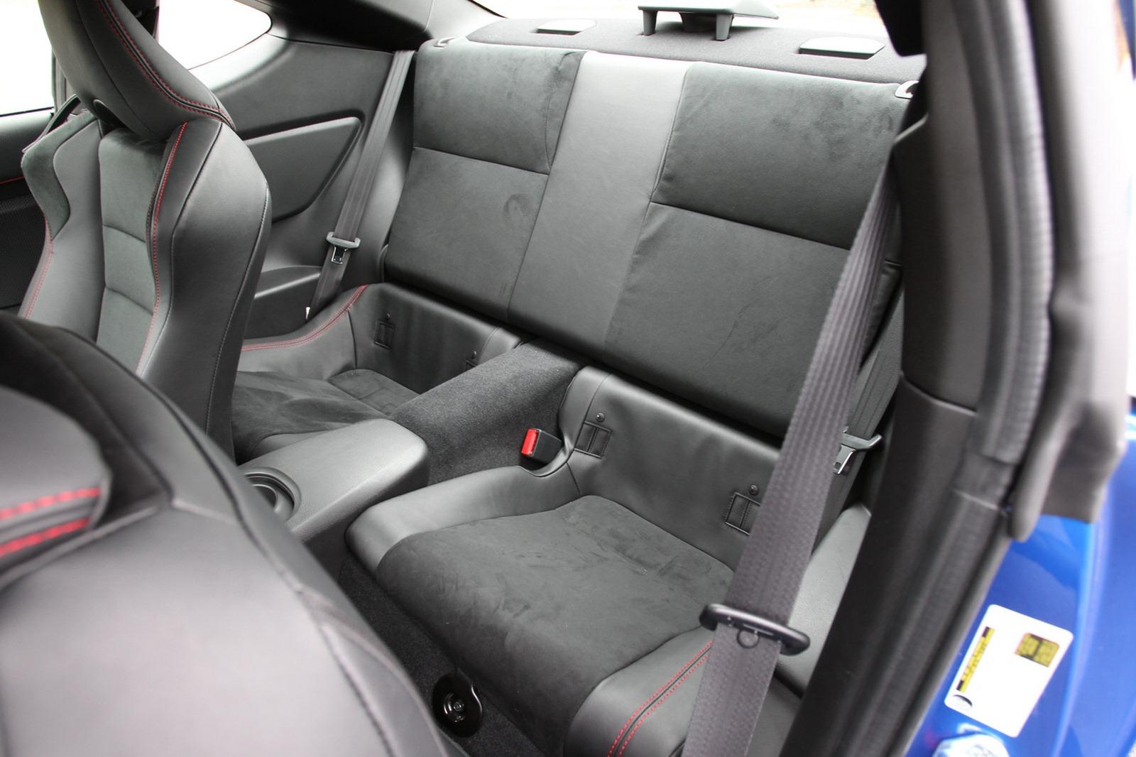 2013-Subaru-BRZ-Coupe-Interior-5.jpg?imgmax=1800