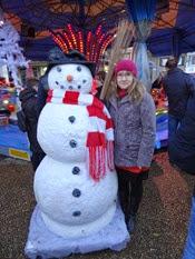 2014.12.07-013 Stéphanie et un bonhomme de neige