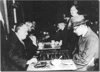 Crowley y Pessoa jugando al ajedrez, Lisboa, 1930
