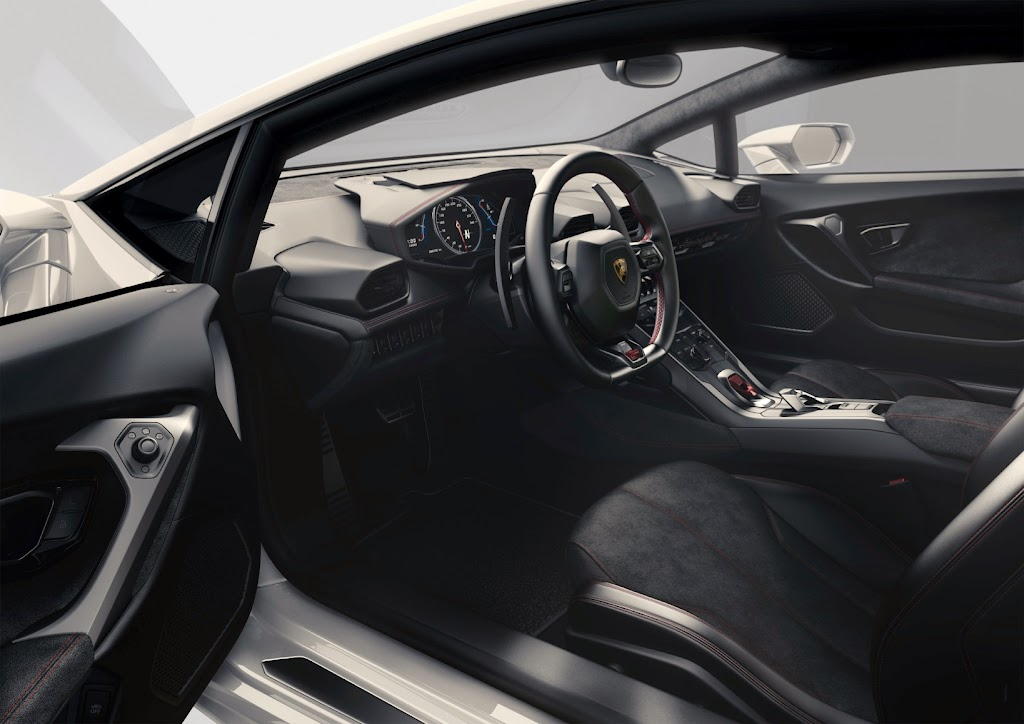 Lamborghini%252520Huracan%252520Interior%2525202 Lamborghini Huracan LP 610 4: Yep, Its the New Baby Lambo [Video]