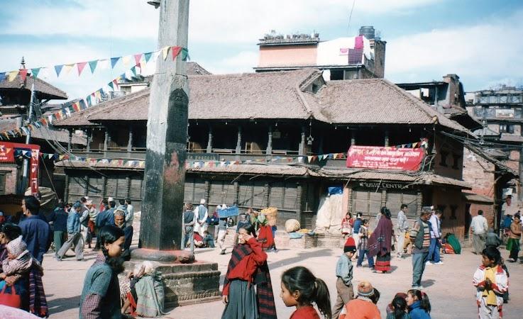 Imagini Nepal: pe strazile din Bhaktapur.jpg