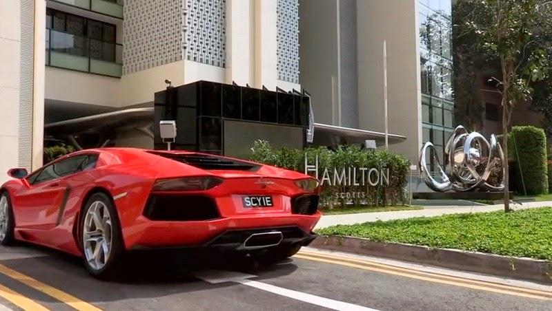 أغنياء سنغافورة يركنون سياراتهم الخارقة في غرف الجلوس hamilton-scott-6%2