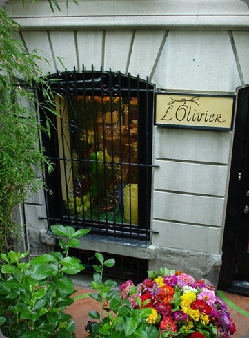 189219_145760288821441_145325025531634_286676_1128181_n L'Olivier Floral Atelier