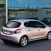 2013-Peugeot-208-HB-11.jpg