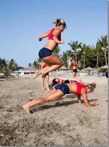 cheerleaders-swimsuits-calendar-6