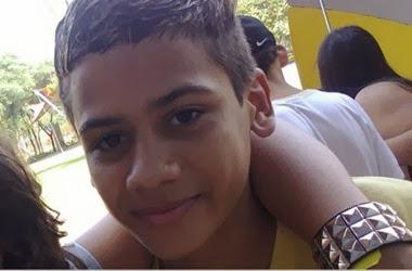 Adolescente morre com tiros ao brincar de assalto
