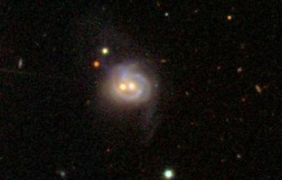 galáxia Markarian 739