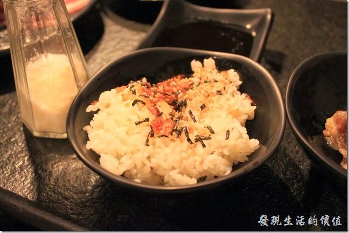 台南-逐鹿焊火燒肉。鰹魚海苔飯,這是點給無飯不與的弟弟。