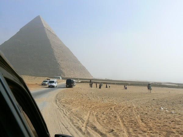 4. cu masina prin Giza.JPG