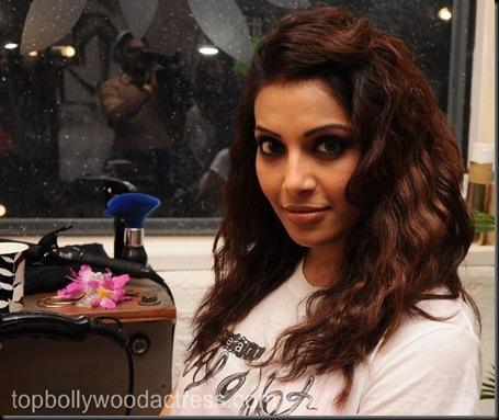 Bipasha Basu Gets Styled At Mad-O-Wat_