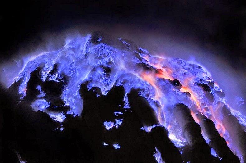 «كواه Kawah بركان لهباً kawah-ijen-9%25255B8