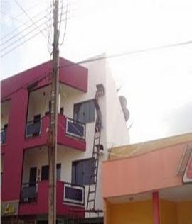 Invenção Perigosa - Trabalhando com escada - Profissão perigo - muito arriscado 08