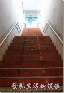 往平溪的火車在第一月台,往台北的火車則在第二月台,如果想要前往九份或是金瓜石則要往前站走。