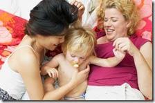 Due donne con un bambino