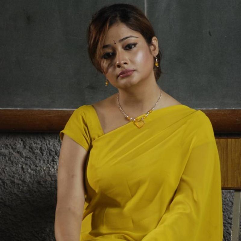 Kiran Rathod Hot Pose in Yellow Saree