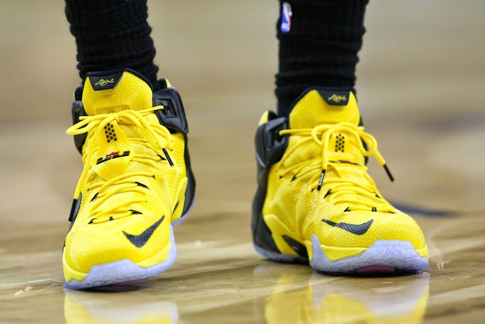 ... LeBron James Drives a Taxi Styled LeBron 12 vs Pelicans ...