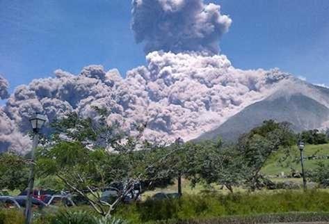 Volcan-Fuego-Rita-Maria-Roesche_PREIMA20120914_0027_37
