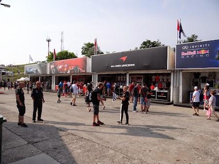 07. Magazine echipe Formula 1.JPG