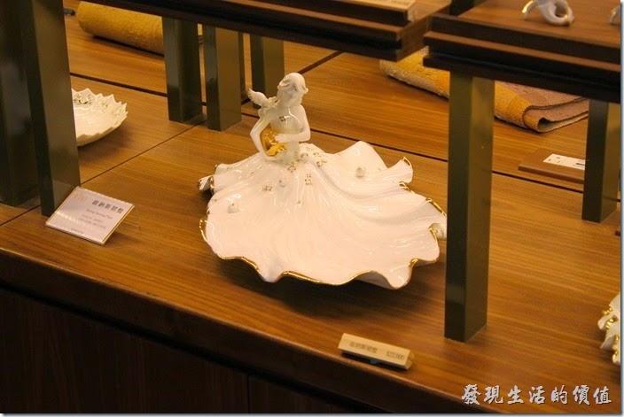 台南林百貨二樓的藝術品-維納斯裙盤。