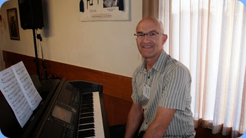 Warren Levick played the Clavinova for us. Photo courtesy of Dennis Lyons.