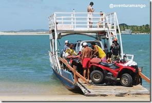 Embarcando para travessia em Barra do Cunhaú