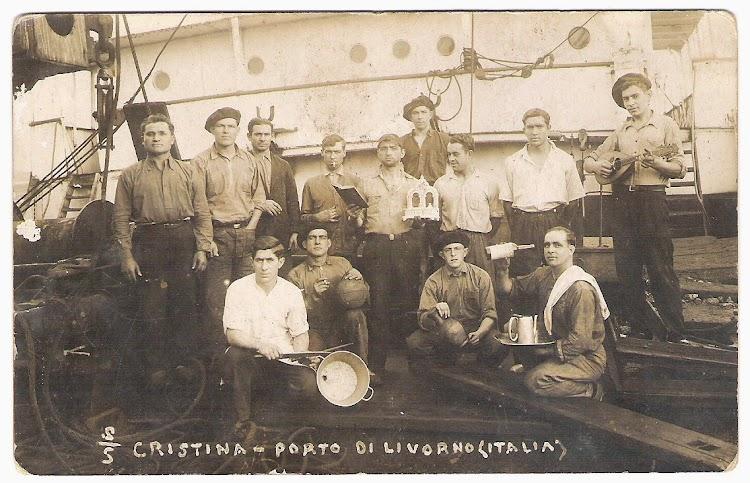 Parte de la tripulación del CRISTINA en Livorno. Fecha indeterminada. Colección Jaume Cifre Sanchez. Nuestro agradecimiento.jpg