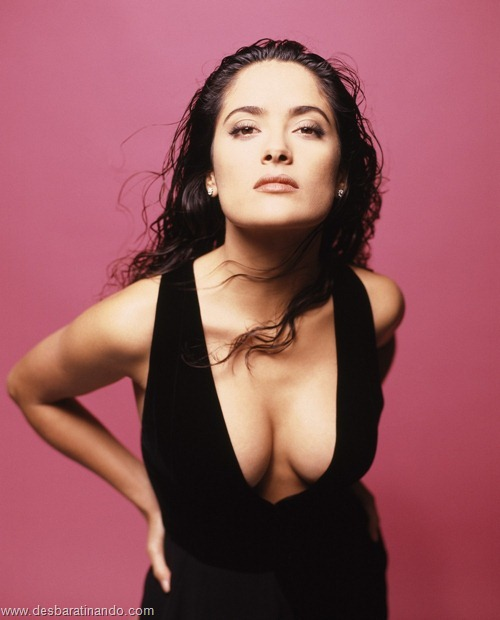 salma hayek linda sensual sexy sedutora gostosa peituda boob tits desbaratinando  (22)