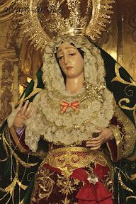 esperanza-guadix-vestida-para-la-coronacion-canonica-de-la-soledad-alvaro-abril-2012-(5).jpg