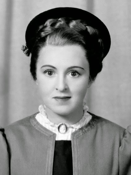 The American Way [Center Theatre (1/21/1939 - 6/1939)] Written by George S. Kaufman and Moss Hart, Staged by George S. Kaufman Shown: Florence Eldridge