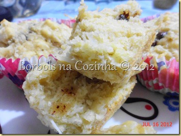 muffins light de banana coco e chocolate