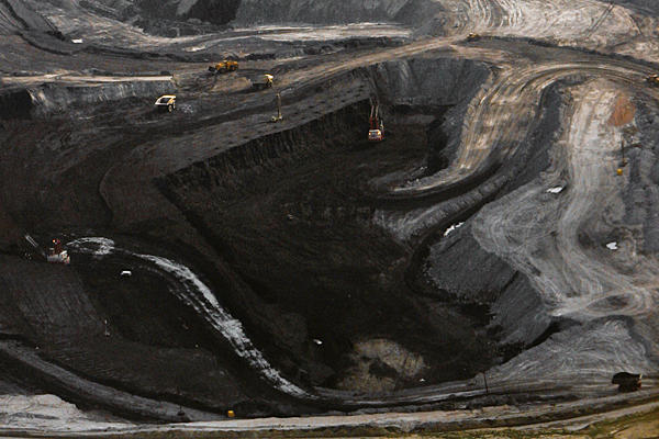 Aerial view of a coal mine near Gillette, Wyoming. Proposed export terminals in Washington and Oregon would export millions of tons of coal each year to Japan, South Korea, Taiwan, and elsewhere. Photo: Nati Harnik / AP