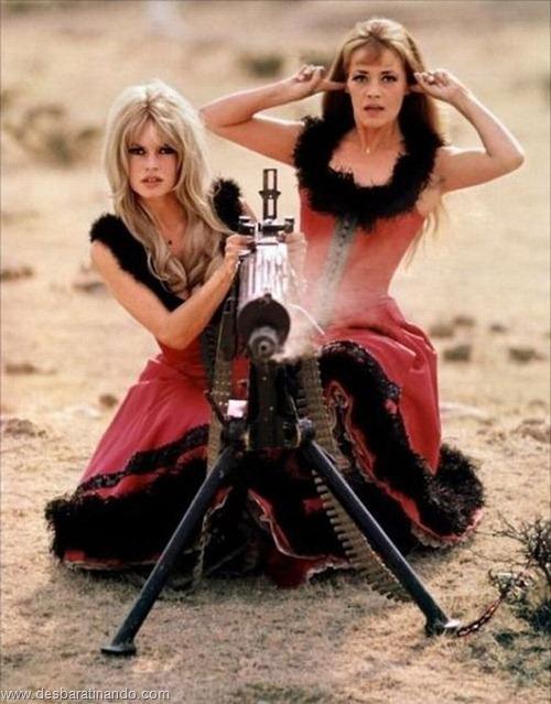 gatas armadas mulheres lindas com armas sexys sensuais desbaratinando (7)