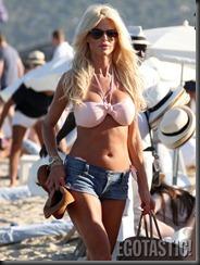 victoria-silvstedt-in-pink-bikini-top-in-st-tropez-06-675x900