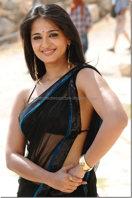 anushka_latest_stills_from_telugu_movie_10