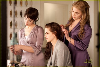 robert-pattinson-kristen-stewart-breaking-dawn-stills-07