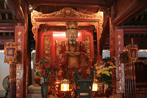 A statue of Confucious himself, in the Temple of Learning.
