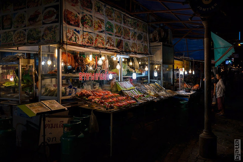 2557_Thailand_Pattaya_Jomtien_Night_market_at_beach-6