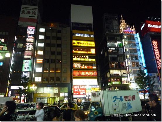 前往歌舞伎廳路上
