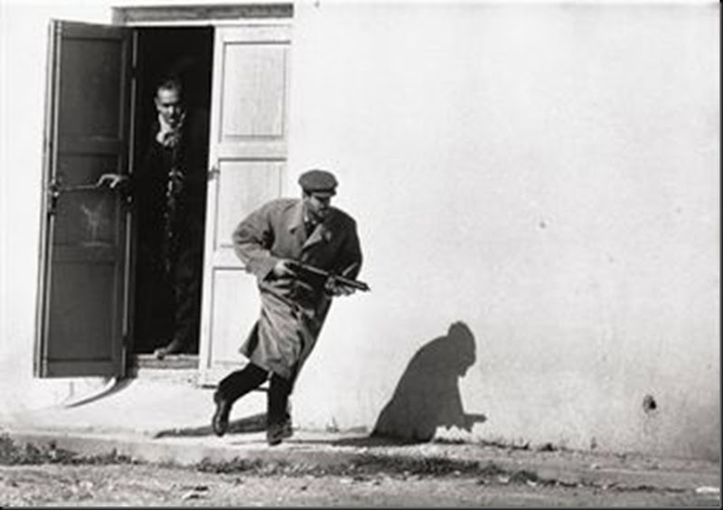 turkish_cypriot_sprinting_from_a_cinema_door_under_fire_Cypres, 1964