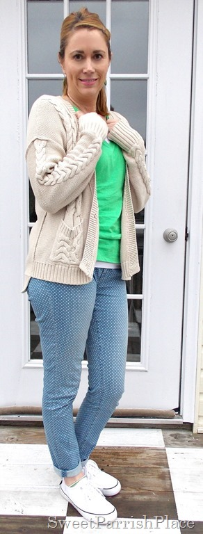 Polka dot skinny jeans, white sneakers, green Tshirt, neutral cardigan1