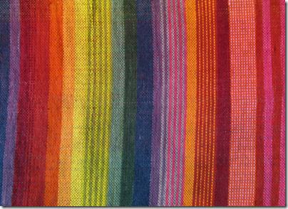 Stoff handgewebt pflanzengefärbt Detail