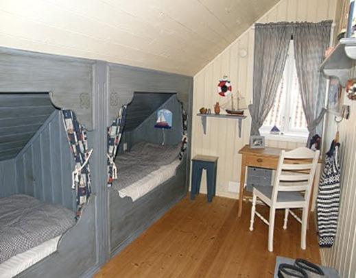 Hidle, sengene, låvedør 020