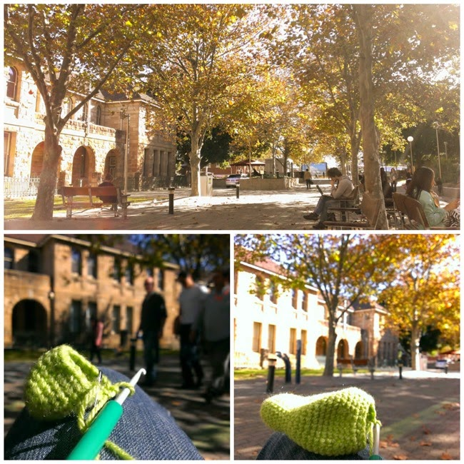 virtù - recharging with sun, people watching and  crochet