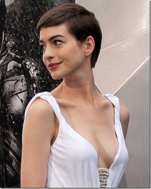 2012-celebrity-cleavage-43