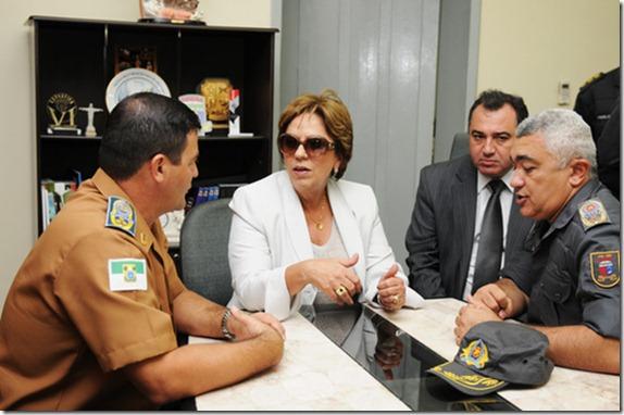 ROSA POLÍCIA